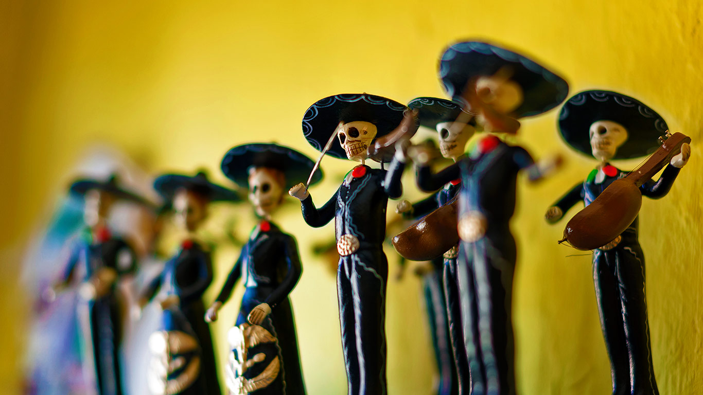 Day Of The Dead Calaca Figurines