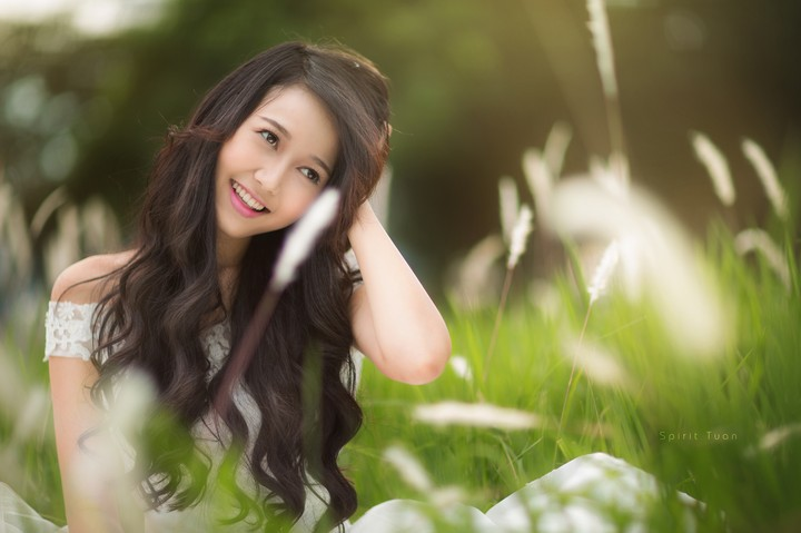 Asian Girl Smile Foresh Field