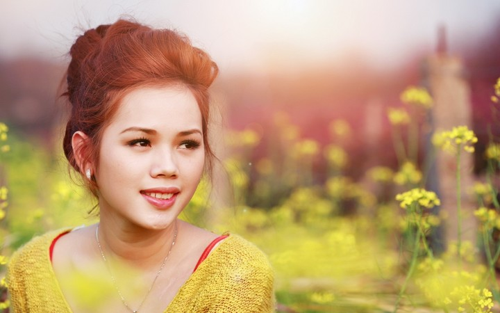 Asian Girl Look Makeup Smiling in yellow flowers