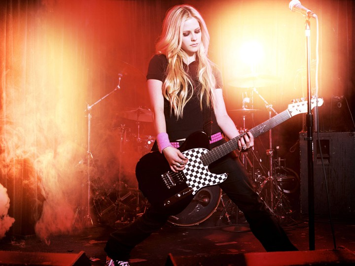 Avril Lavigne Rocking HD