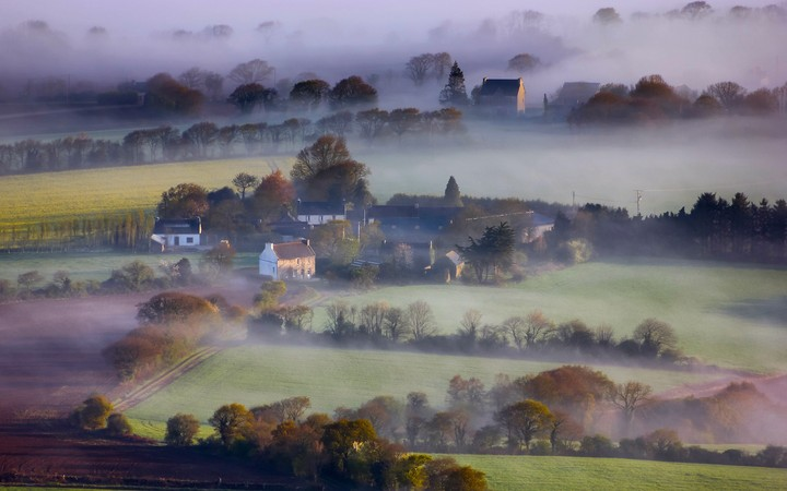 Misty morning in the England hills