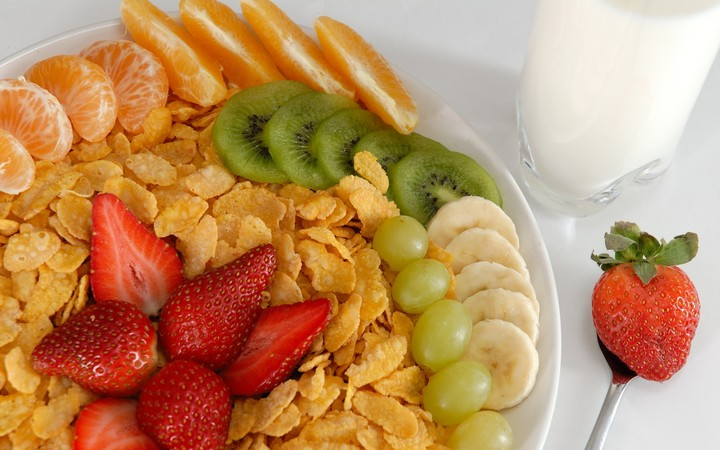 Flakes Kiwi Grapes Banana Milk Tangerine, salad fruit, health for you
