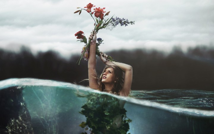 Girl Hold Up Flowers In The Water Creative Pictures 2560x1600