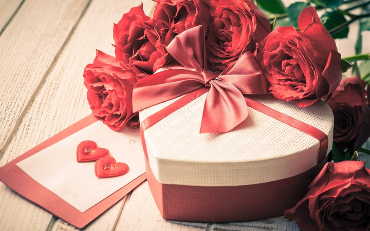 Love Gift Red Roses Flowers Petals Valentine S Day 2560x1600