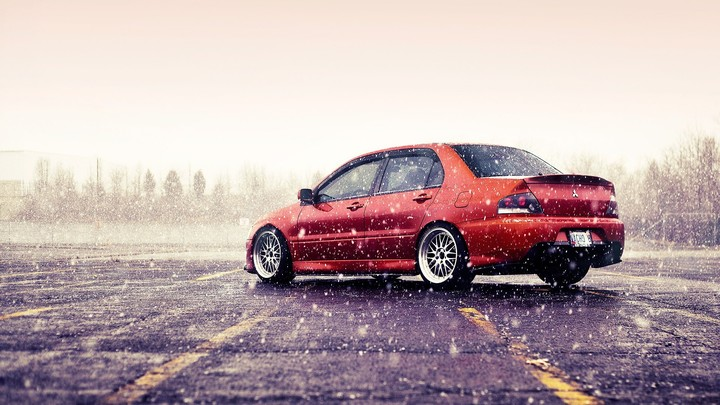 Mitsubishi Lancer Evolution IX in snowy