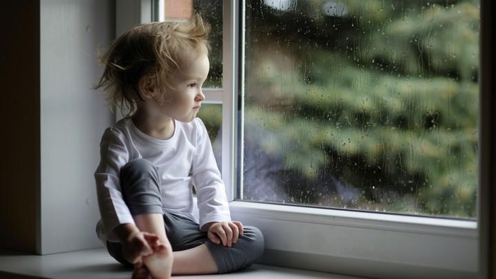 Sad Baby Look Rain Windown Wallpaper By Parislane