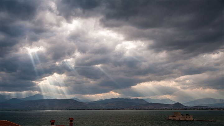 Crepuscular rays over the Saronic Gulf, Greece