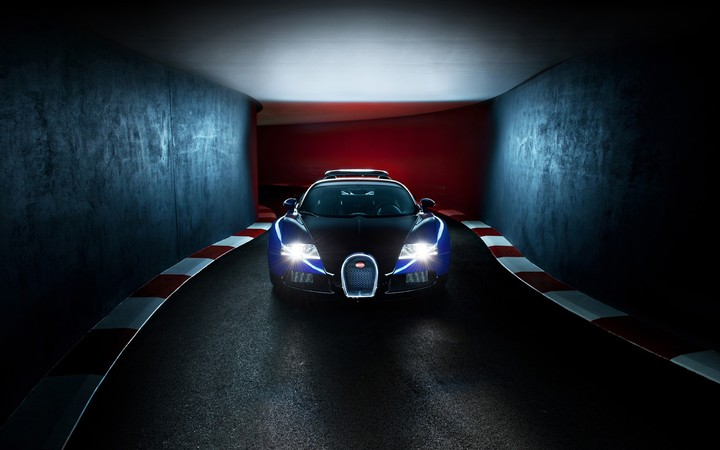 The Bugatti Veyron Grand Touring Car